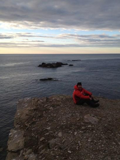 Сам мыс Желания. С одной стороны - Баренцево море, с другой - Карское. Погода резко меняется.