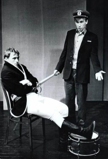 Максим Какосов и Сергей Наседкин в спектакле «Singularia tantum». Наполеон и железнодорожник.