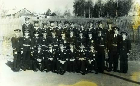 Командование корабля и отличившиеся матросы. Пятый слева во втором ряду -старший мичман Хамовский.