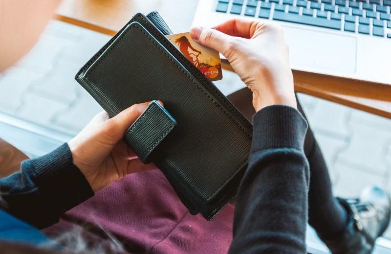 ukradła portfel