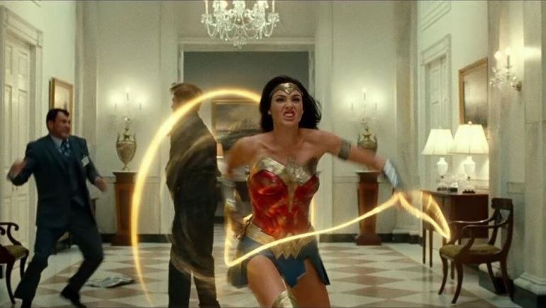Wonder Woman using just the lasso to battle her enemies