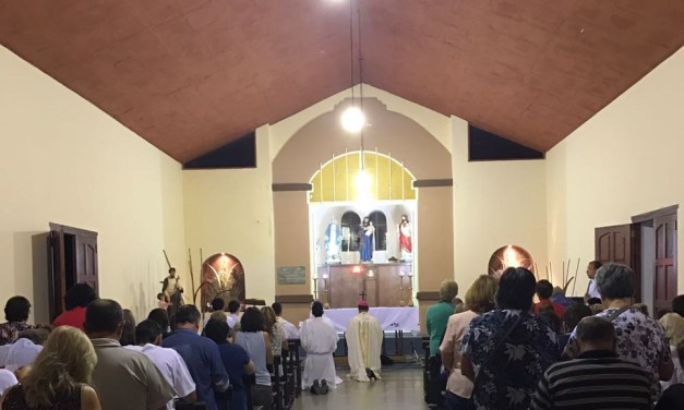 Los seminaristas, junto al obispo, peregrinaron ante San José (Almafuerte)