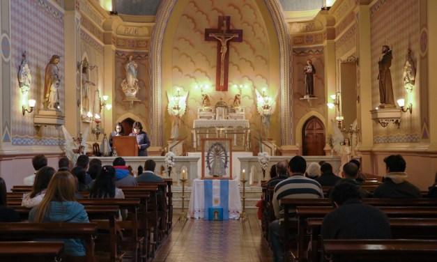 Oración por la Patria en la Capilla del Instituto San Antonio