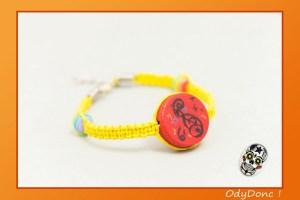 Bracelet Macramé Ethnique Bijou Enfant Mixte Unisexe Thème Musique Jaune et Rouge