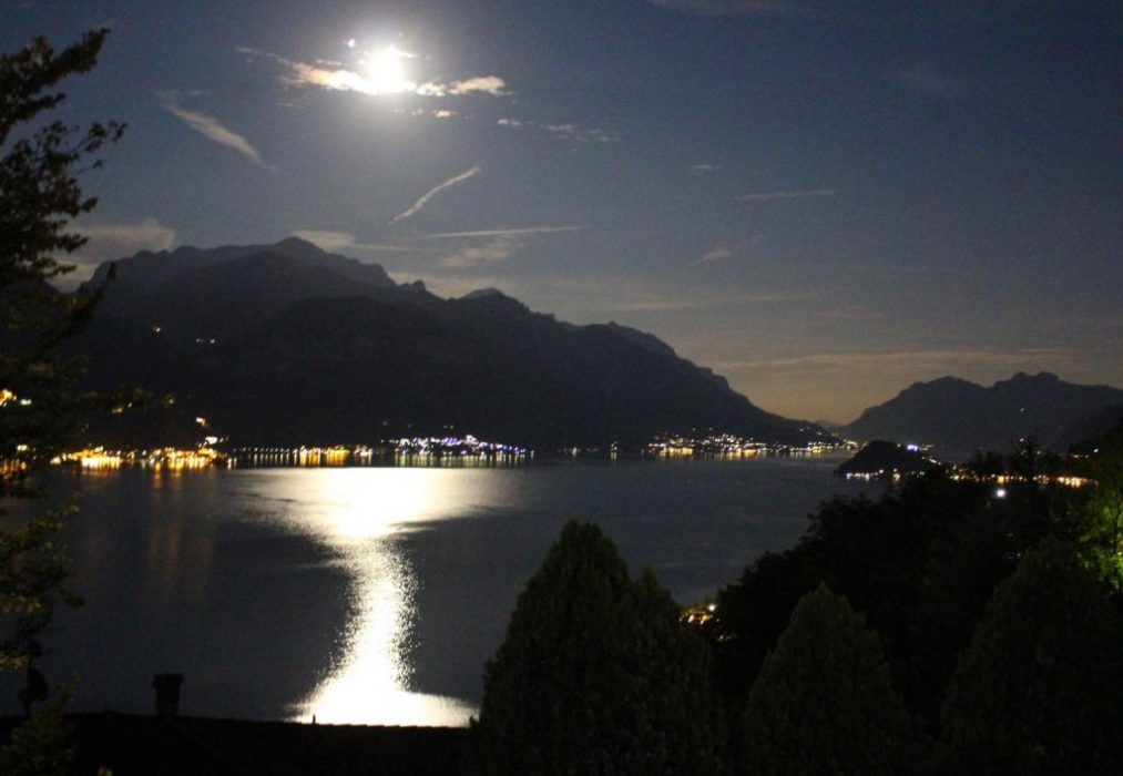 full moon on Como