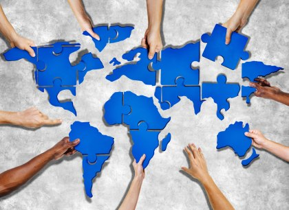 cooperation-hands-puzzle-world-2