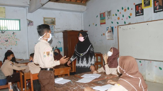 Students in classroom in Indonesia wearing facemasks