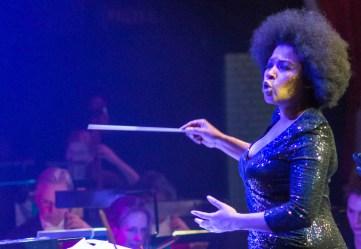 Leona dirigeert de PZN