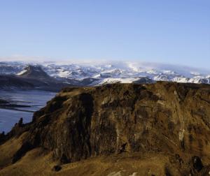 view-of-eyjafjollajokull-myrdalsjokull-from-dyrholaey-iceland