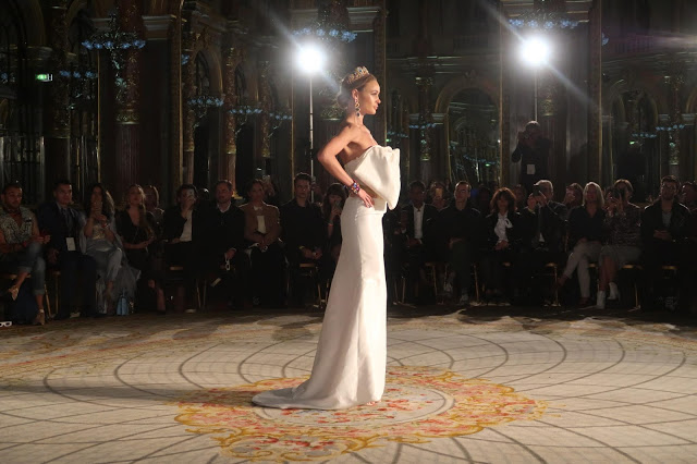 paris fashion week ss19 Le Cattleya show