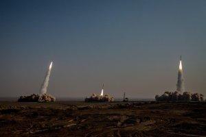 Missili iraniani lanciati durante un'esercitazione