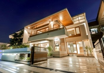 Flat roof house with yard contemporary architecture solutions from India Interior Design Ideas Ofdesign