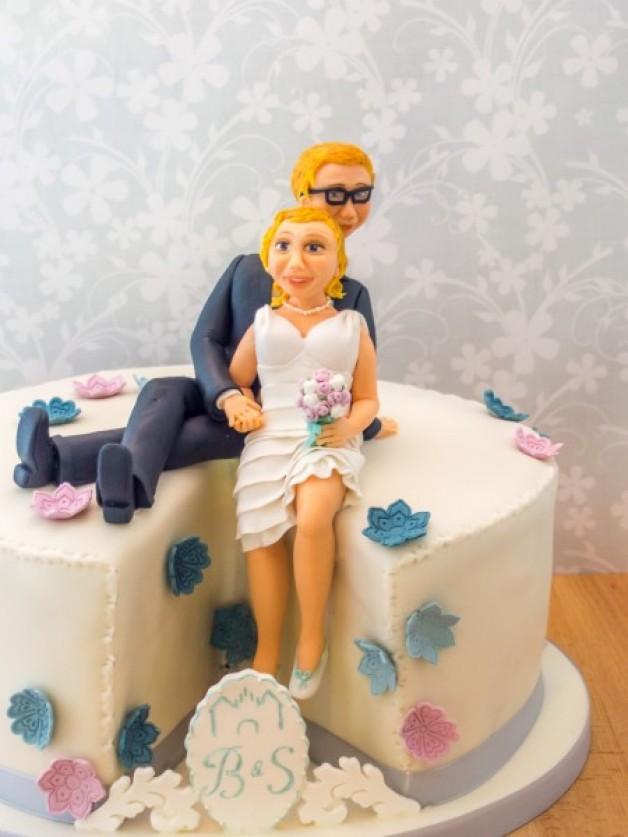 Hochzeitstorte mit BrautpaarFigur