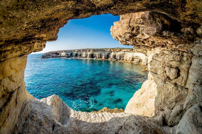 Cipru renunță la carantină pentru turiștii vaccinați sau cu un test PCR negativ incepand cu luna Mai