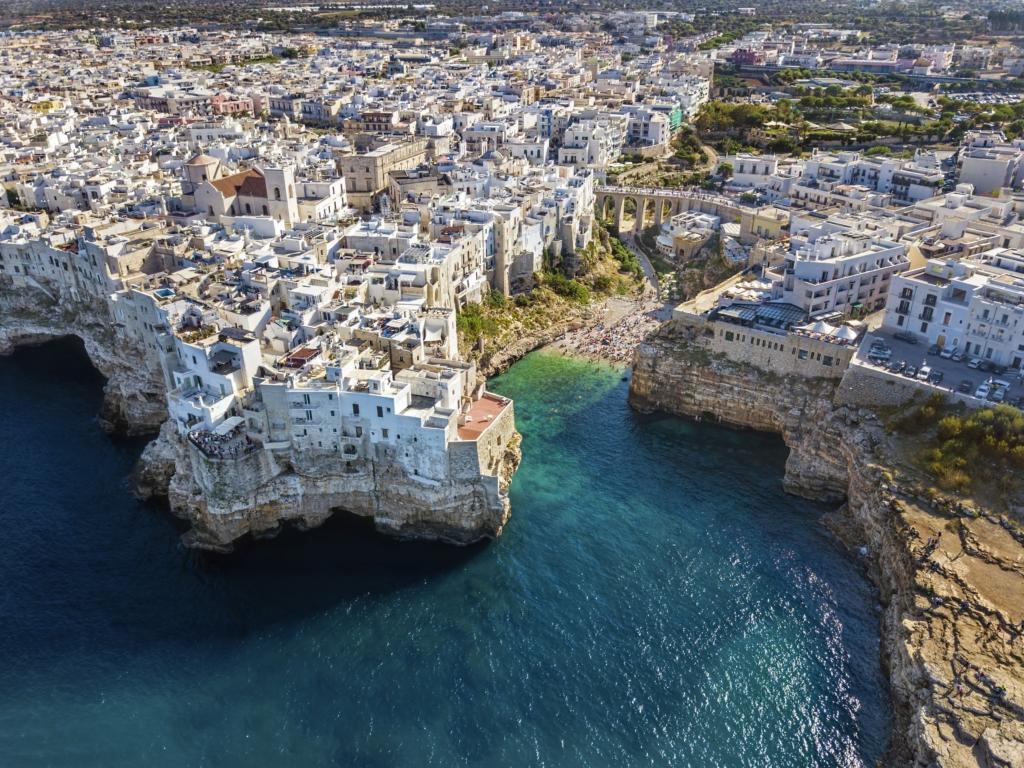 City break in Puglia (Bari, Italia), 170 euro (zbor si cazare 5 nopti)