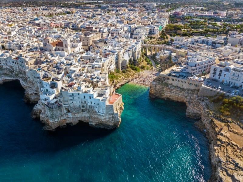Vacanta in Puglia (Bari, Italia), doar 105 euro (zbor si cazare 4 nopti)