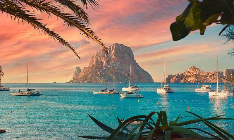 IULIE! Vacanta ieftina in Ibiza, Spania – 232 euro (zbor + cazare 5 nopti)