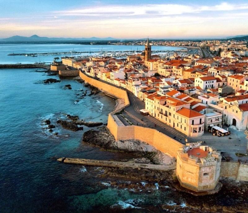 City Break in Sardinia (Alghero, Italia), 118 euro (zbor si cazare 3 nopti)
