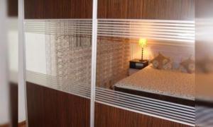cazare (inchiriez) apartament 2 camere Brasov