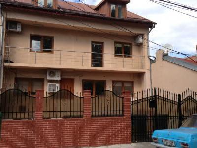 Inchiriez vila P+1+M 12 camere p-ta Domenii ideal birouri