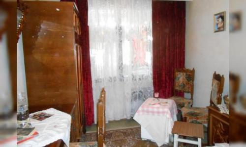 Inchiriez camera in apartament de 4 camere.