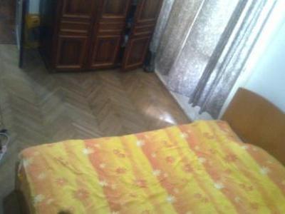 o camera in apartament cu 2 camere, ultracentral, 125EUR, vila, arata foarte bine, mobilat complet modern,