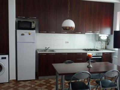 inchriez apartament 2 camere zona Drumul Fermei