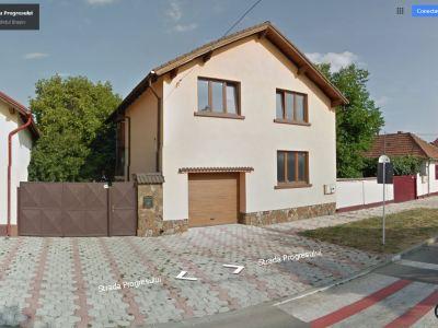 Vila cu etaj la curte Ghimbav