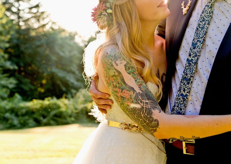 Cats, balloons, and gold glitter at this vintage chic Portland wedding