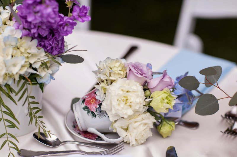 Down the rabbit hole at this 1920s vintage-inspired Alice In Wonderland wedding