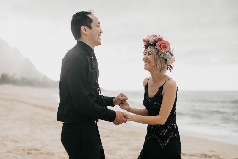NYC to Hawaii: this pair self-united at their Hawaiian elopement