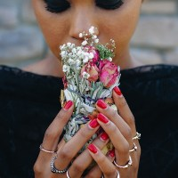 Do I need a wedding bouquet? Yay or Nay alternatives for no-bouquet wedding