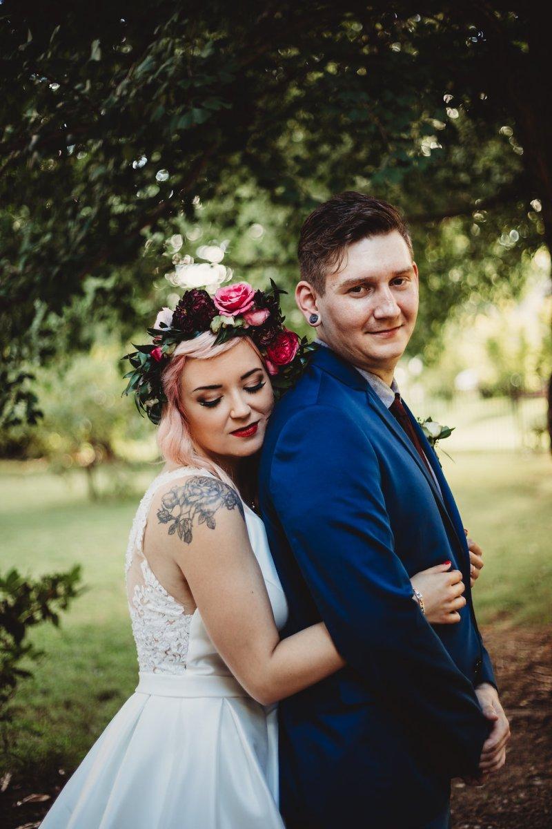 Blueberries & strawberry pink hair at this berry sweet handmade wedding in Arkansas