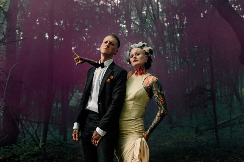 This edgy Chicago wedding combined ultra glam with street art and ring tattoos