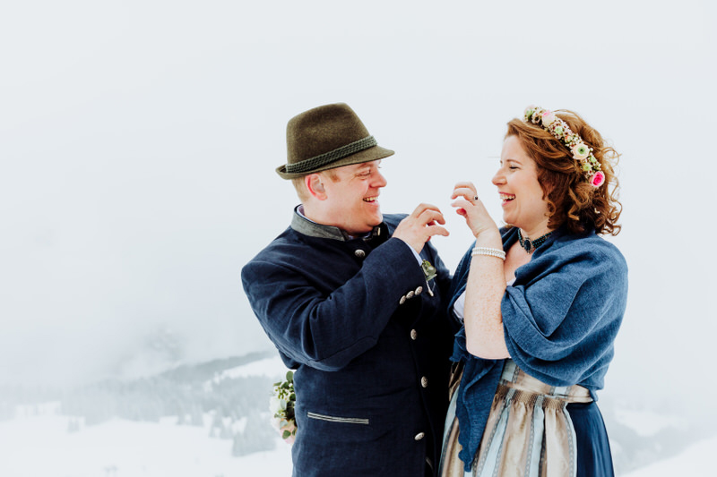A cozy & wintry destination wedding in the The Austrian Alps