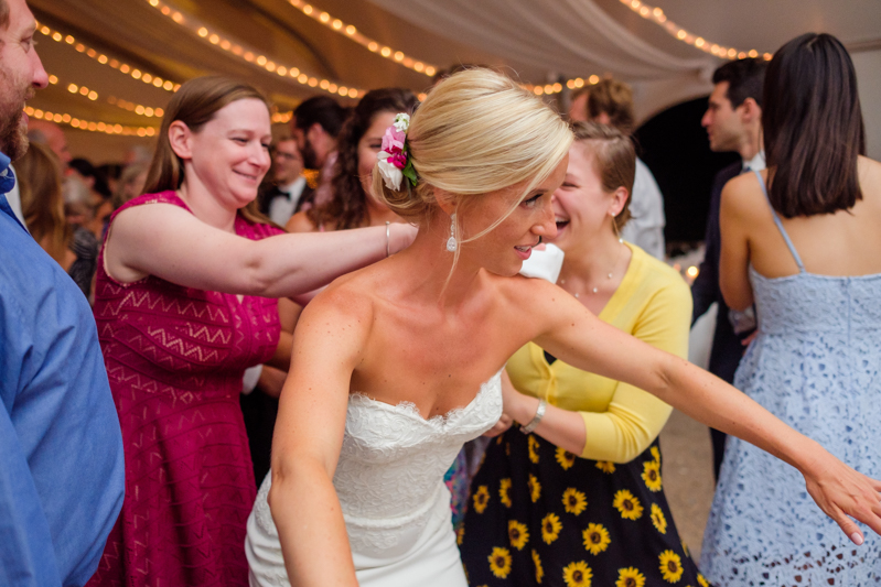 Want less time posing and more time celebrating? This Boston-based photographer will be your jam (& has a new podcast!)