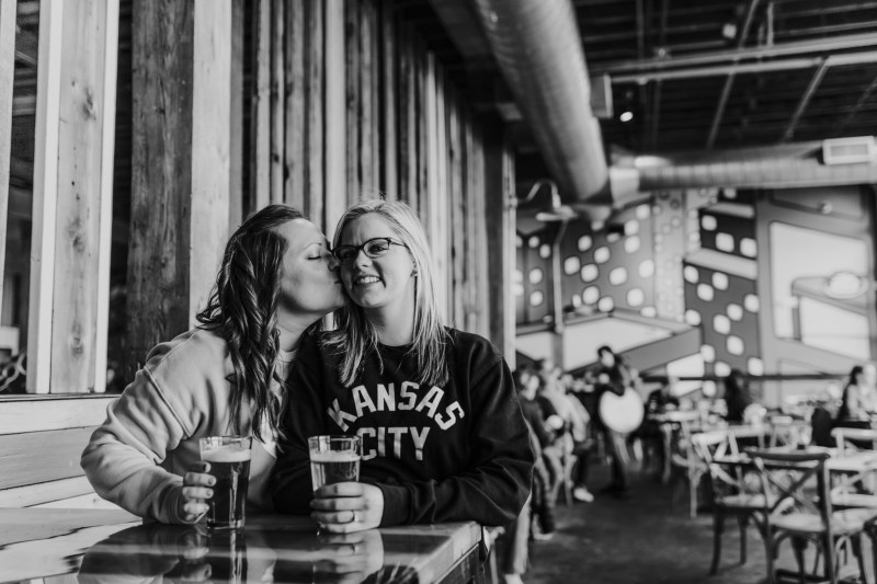 Breweries, architecture, & canoodling at this engagement homage to Kansas City