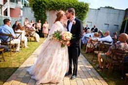 7-luxebylindsay-bride-groom-ceremony-kiss
