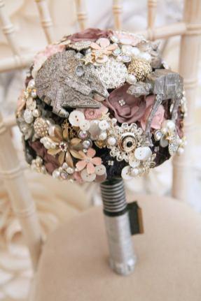 Maddison Rocks Floral Sculpture on Offbeat Bride (8)