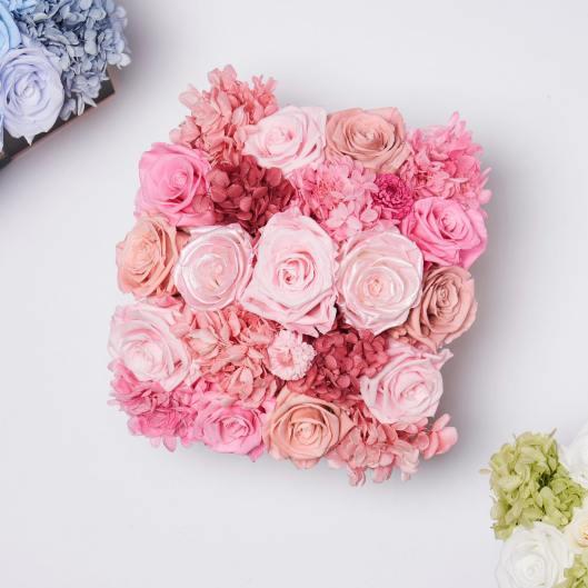 glam fleur pink centerpiece on offbeat bride