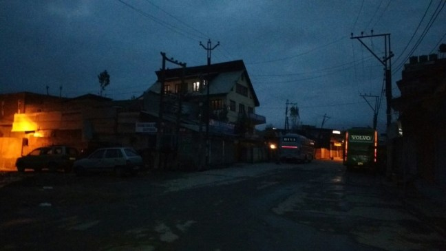 Path to Dal Lake was all dark and cold in the morning: An alluring morning Shikara ride on Dal Lake, Kashmir and a visit to Morning Vegetable Market in Dal Lake.