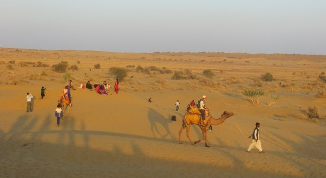 Camel Ride at Sam Sand dunes to reach the venue of The Desert Festival Jaisalmer in Rajasthan (India), an annual festival held in the desert. Jaisalmer travel blog about this Rajasthan Festival, dances and places to visit in Jaisalemer rajasthan