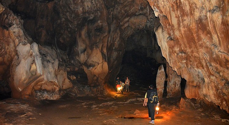 Chiang Dao Caves (ถ้ำเชียงดาว) and Wat Tham Chiang Dao (วัดถ้ำเชียงดาว) Buddhist Temple - Best places to visit in Chiang Dao - 70 Kms from Chiang Mai in North Thailand. Visit nearby Wat Tham Pha Plong Temple – Entrance Fee, Visiting Hours and How to get to Chiang Dao caves
