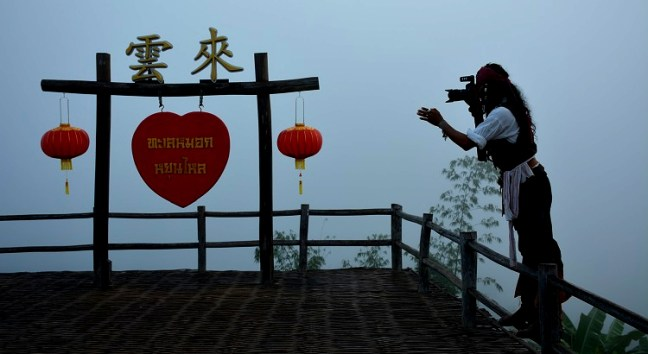 Looking for what to do in Pai, Thailand – Wake up early and head to Ban Santichon Chinese Yuanese Village (หมู่บ้านสันติชล), Pai Yunnan Cultural village and experience mist and sunrise at Yun Lai Sunrise Viewpoint. Chinese Yunan Village and Yun Lai Sunrise Viewpoint are one of the best things to do in Pai. Also known as Chinese Village Pai and Chinese village View point - Scooter backpacking trip across Mae Hong Song Loop, Thailand