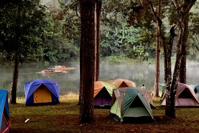 """Pang Ung (ปางอุ๋ง) - """"Pang Oong"""" or """"Ban Ruam Thai"""", is the best offbeat Mae Hong Son (แม่ฮ่องสอน) attraction. A Shan Minority Village near Ban Rak Thai, Pang Ung lake offers tranquil misty mornings, bamboo rafting, over-night camping -tenting and Star-gazing - Motorbike backpacking trip across Mae Hong Son Loop, Thailand"""