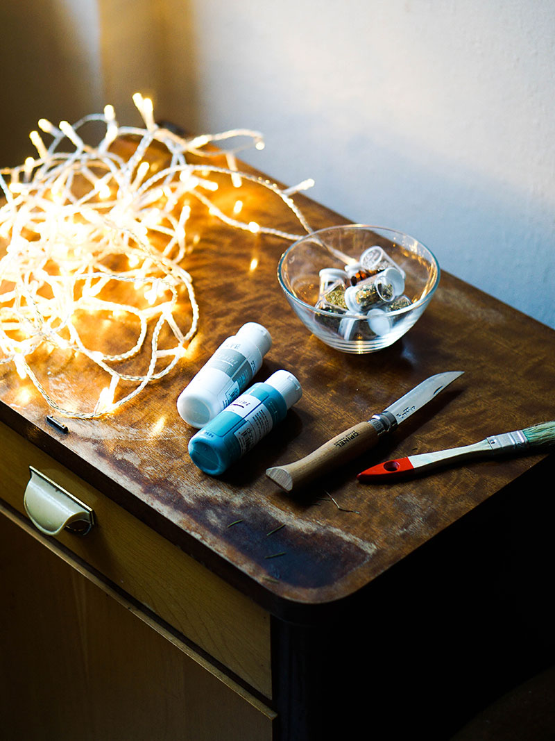 Learn how to make this super easy DIY canvas light art