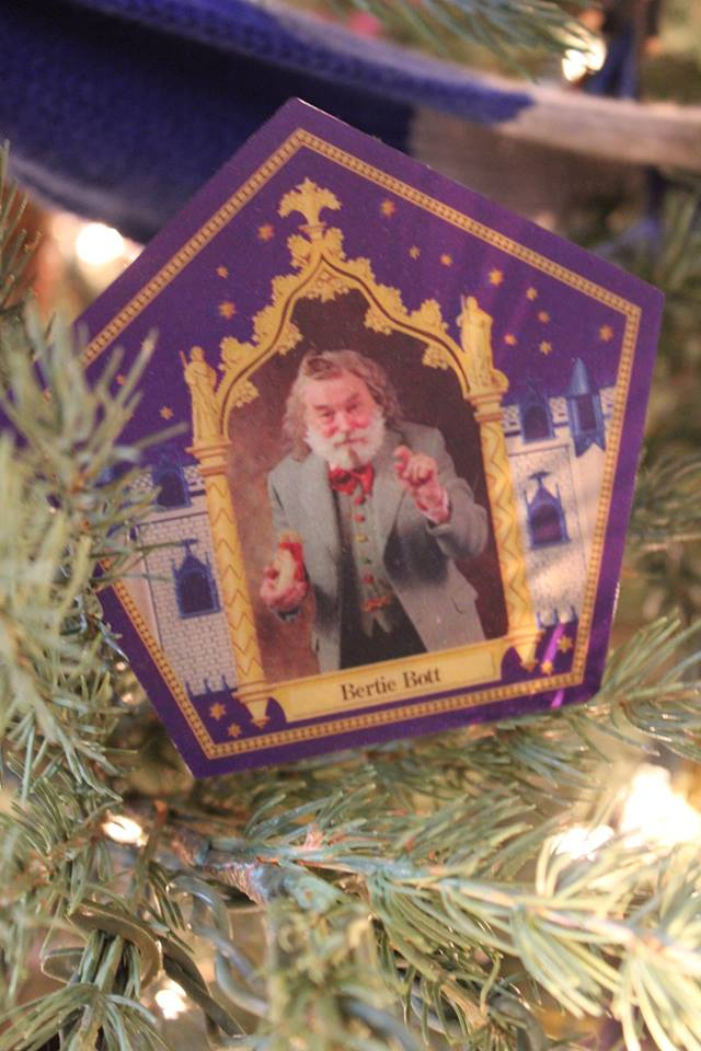 Don your handknit sweaters for this spectacular Hogwarts Christmas decor