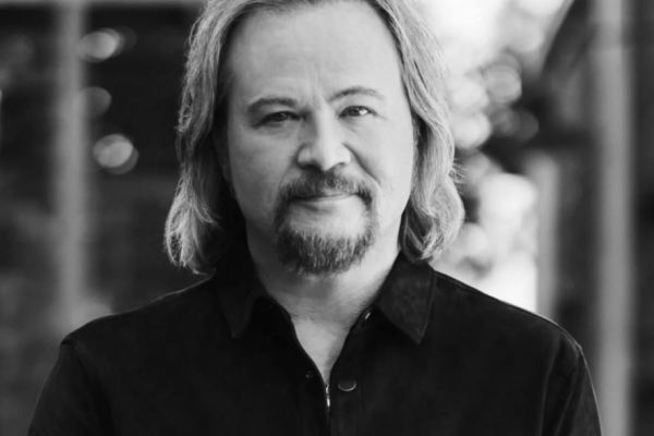 Travis Tritt Cancels Concerts Where Covid Vaccinations, Masks, and Testing Are Required