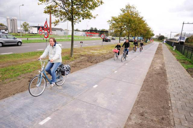 3053585-slide-s-6-this-solar-bike-path-wants-to-prove-that-all-our-streets