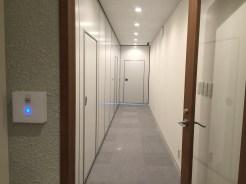 会議室の廊下(セコムのセキュリティで管理)